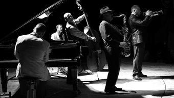 «История джаза в 10 джазовых стандартах» в доме Спиридонова
