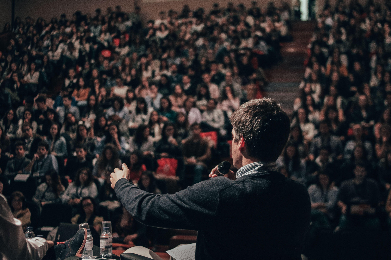 картинки с ораторами сюжету предстоит
